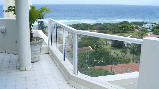 Aluminium balustrade white