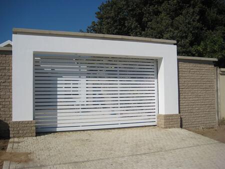 Aluminium driveway gate white