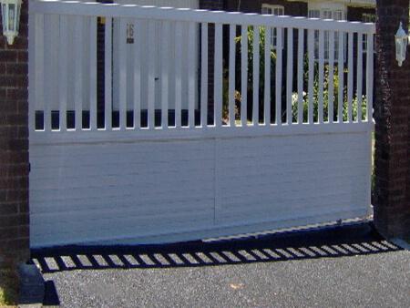 Aluminium driveway gate (white)